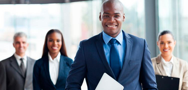 O curso de oratória é importante para o profissional dominar as habilidades de apresentação para transmitir credibilidade a quem os ouve.